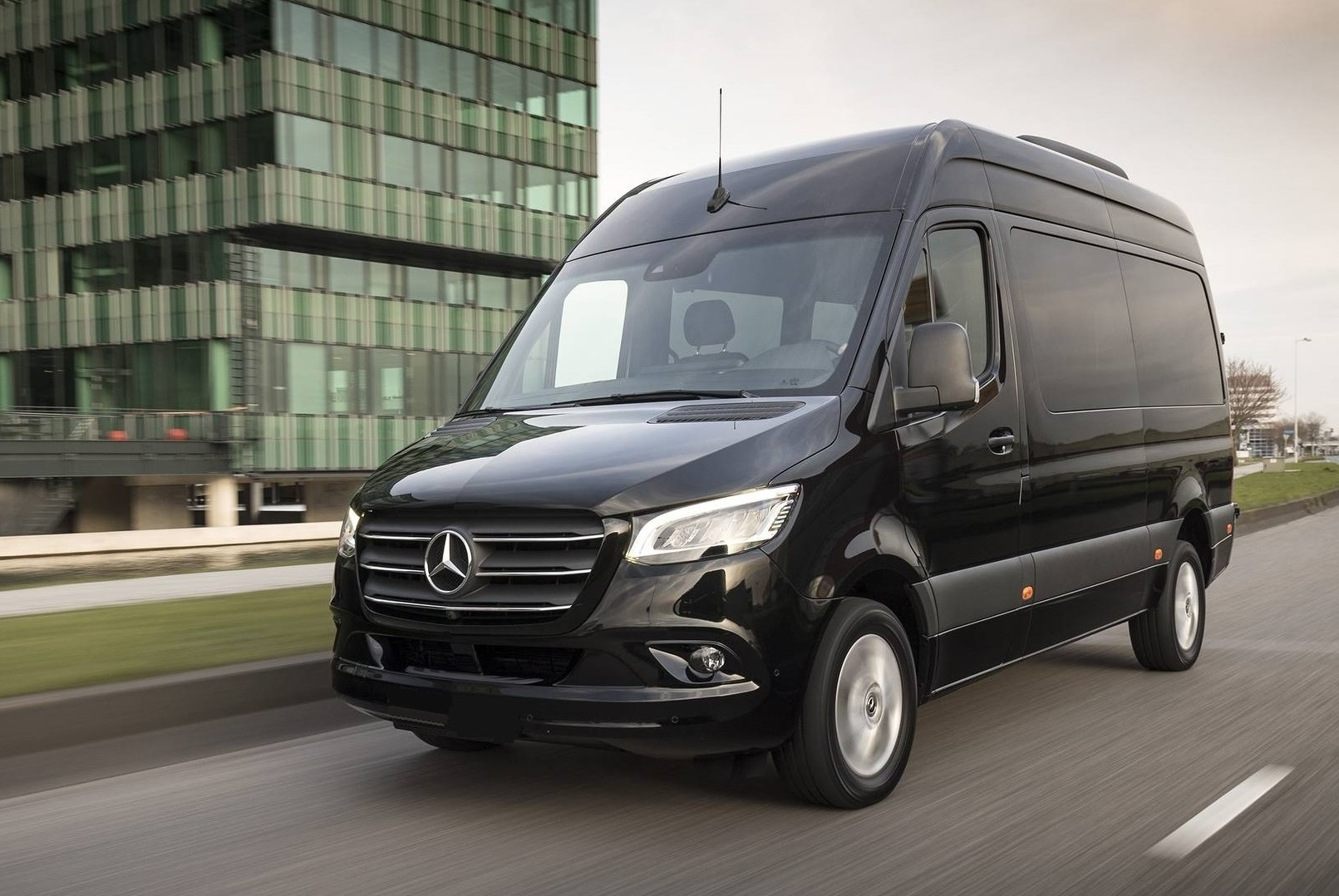 Аренда минивена Mercedes-Benz Sprinter (black) VIP 2019 в Минске